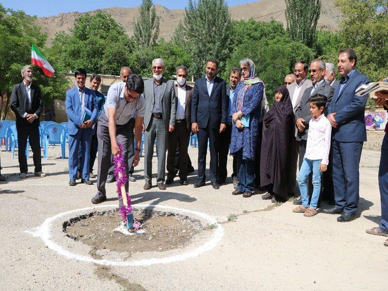 خبرنگاران احداث 2 مدرسه خیرساز در شهرستان سامان شروع شد